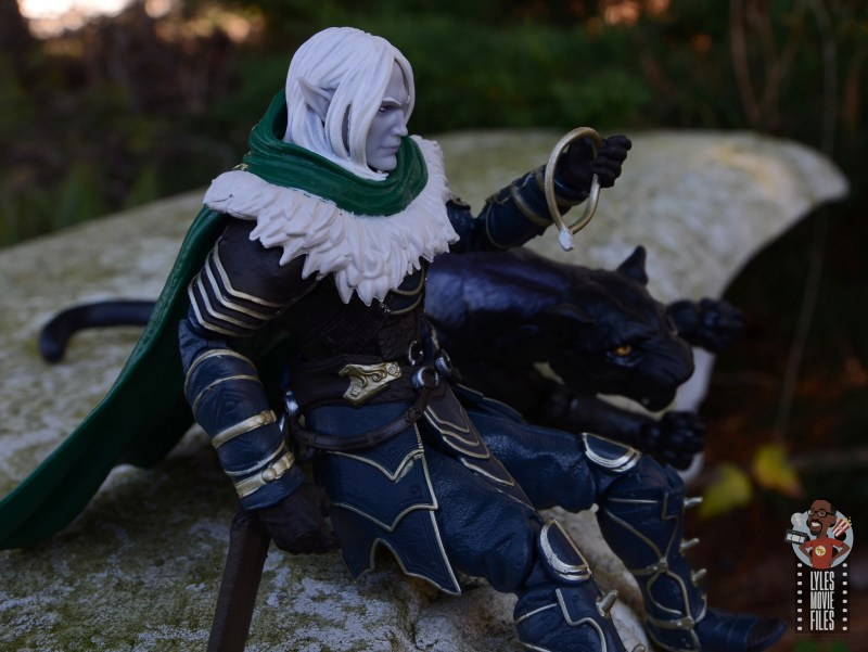 dungeons and dragons drizzt and guenhwyvar figure review - gazing at necklace