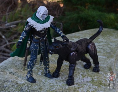 dungeons and dragons drizzt and guenhwyvar figure review - greeting guenhwyvar
