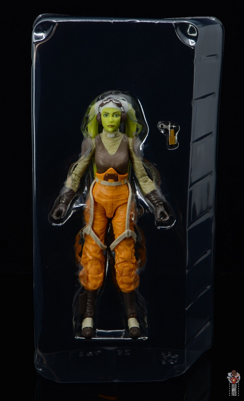 star wars the black series hera syndulla figure review -accessories in tray