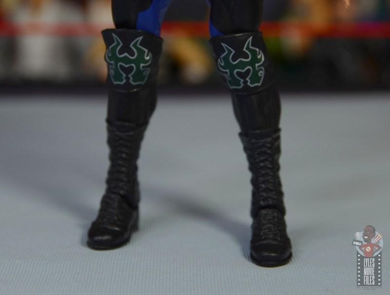 wwe triple h and chyna figure set review - triple h kneepad detail