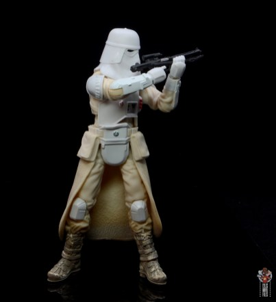star-wars-the-black-series-imperial-snowtrooper-figure-review-aiming