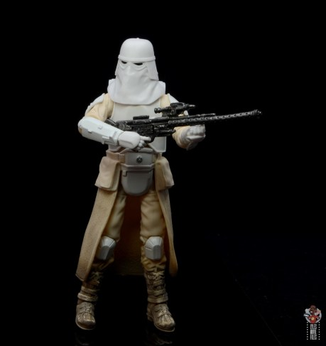 star-wars-the-black-series-imperial-snowtrooper-figure-review-holding-rifle
