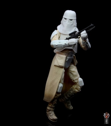 star-wars-the-black-series-imperial-snowtrooper-figure-review-pivoting