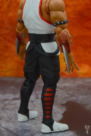 storm collectibles mortal kombat baraka figure review - blade paint detail