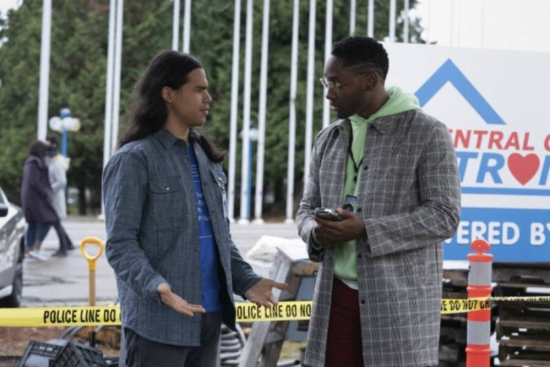 The flash central city strong review - Cisco and Chester