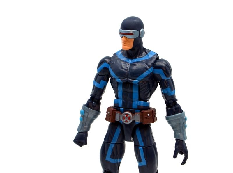 marvel legends house of x cyclops figure review - wide shot