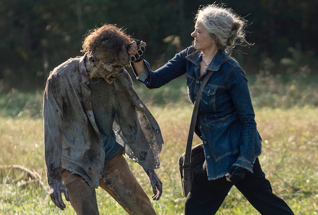 the walking dead diverged review -carol killing a walker