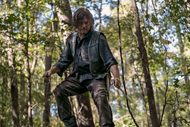 the walking dead diverged review - daryl climbing