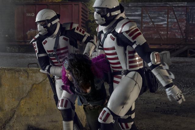 the walking dead splinter review - princess getting grabbed