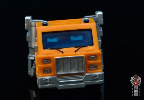 transformers kingdom war for cybertron huffer figure review - truck front