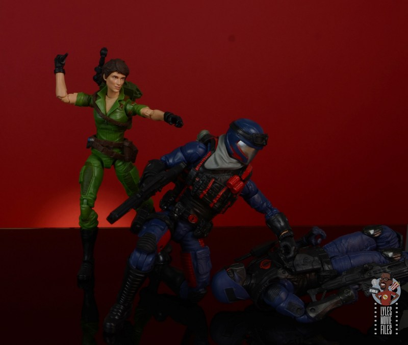 gi joe classified series lady jaye figure review - sneaking up on viper