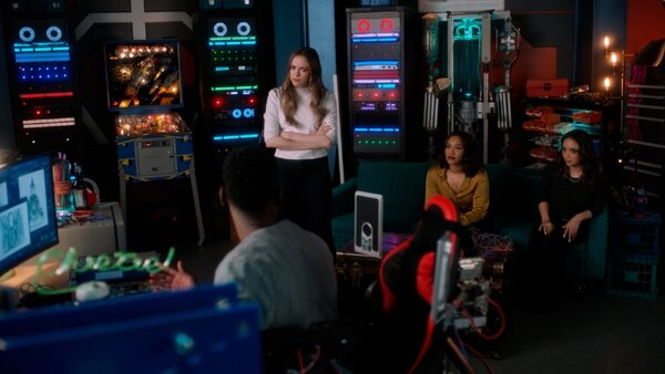 the flash - masquerade review - chester, caitlin, iris and cecile