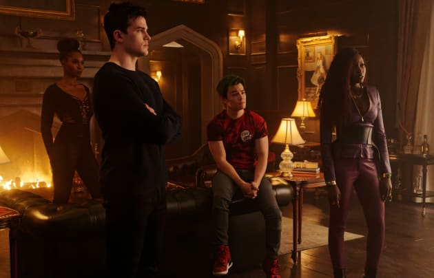 titans - troubled water review - komand'r, conner, gar and kory