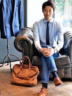 ビジネスバッグ×長袖シャツ×デニム