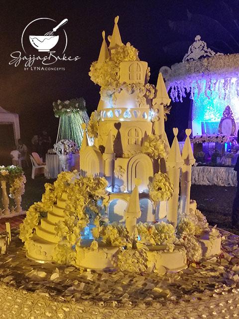 lynaconcepts.com_Castle_Wedding_Cake_02