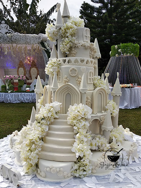 lynaconcepts.com_Castle_Wedding_Cake_04