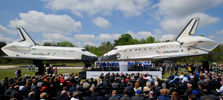Space Shuttle Discovery arrives at Smithsonian