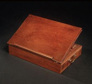 Image of a lap desk where Thomas Jefferson wrote the Declaration of Independence-facts about the fourth