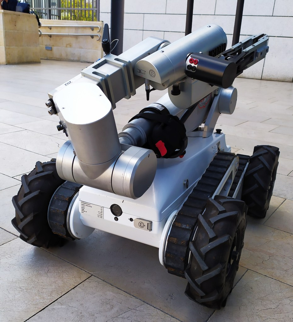 Image of an israeli robotic bomb disposal unit