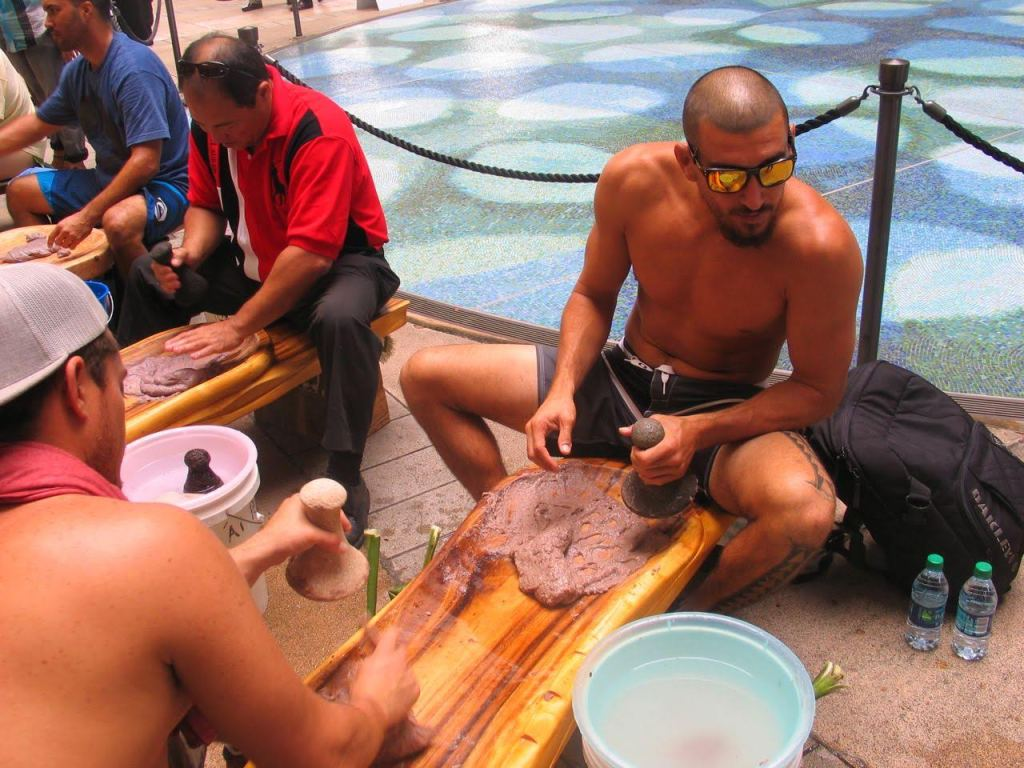 image of Hawaiians demonstrating how to make poi