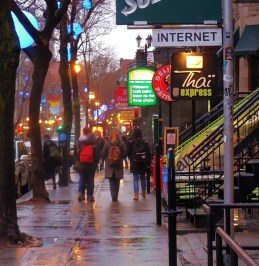 street photography Montreal in the rain
