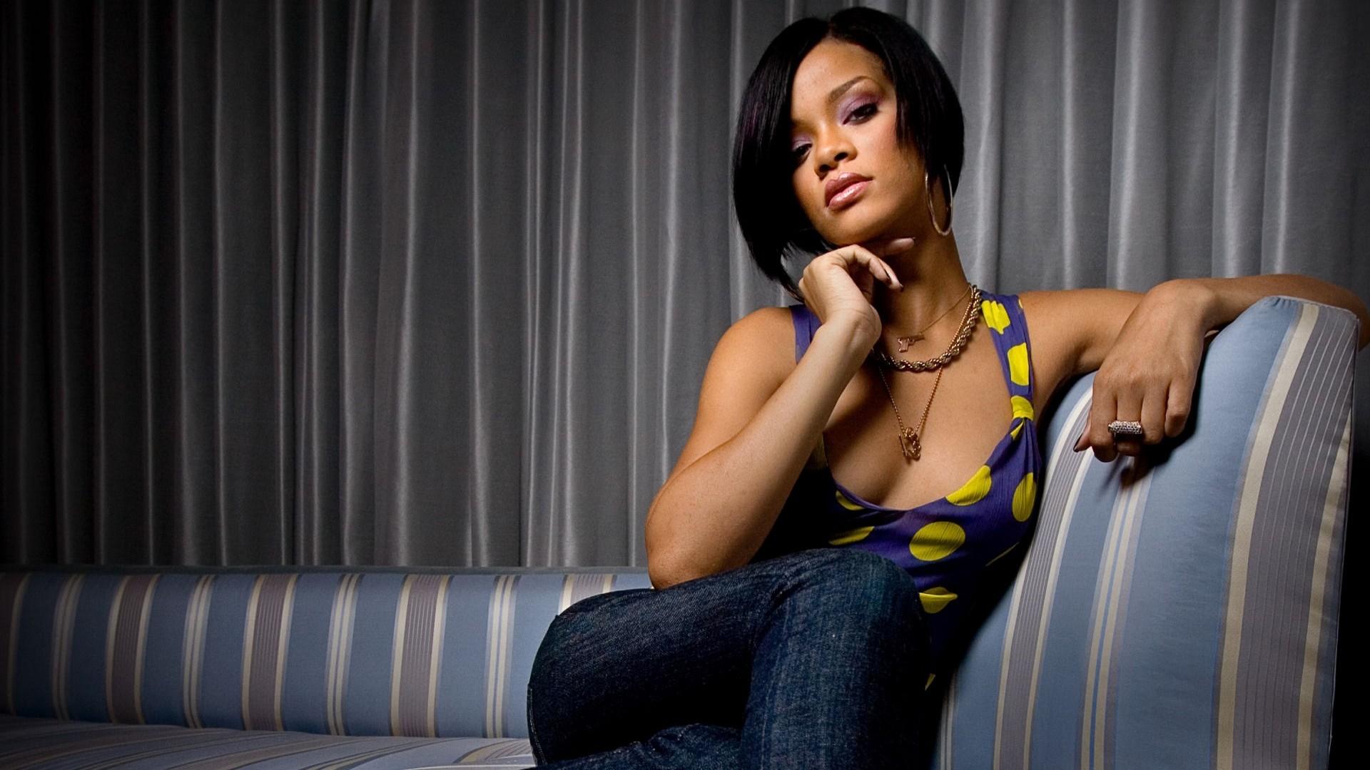 Rihanna – Kiss It Better Lyrics