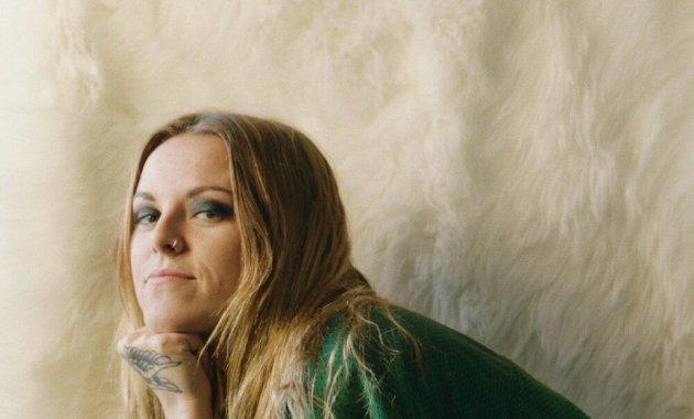Lauren Sanderson - INTERNET Lyrics