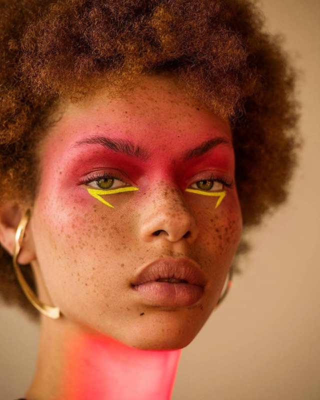 The 10 Most Popular Instagram Posts On Lysa In October - Lysa Magazine Freckle face wit makeup
