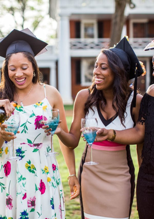 5 Tips To Help You Pick The Perfect Outfit for Graduation Pictures