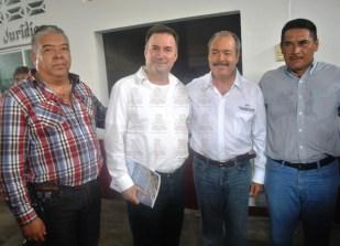 Líder Estatal del PRI, Víctor Silva con los regidores Guillermo López Villalobos y Noé Solís Pano