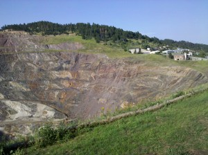 The Open Cut extended to beyond the 800 foot level of the underground mine works.