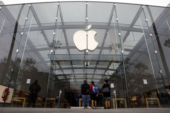 Apple continues to require masks for employees and consumers in US Apple stores - US Apple stores retain the mask mandate despite the new decision by CDC