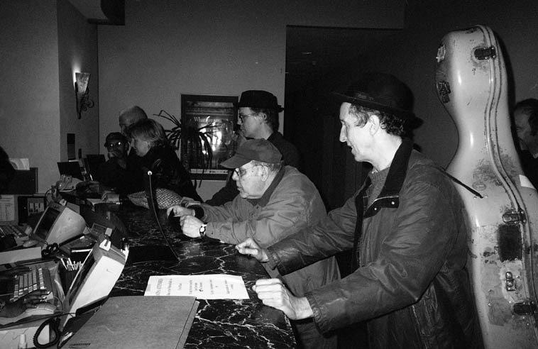 Instant Composer's Pool checks into hotel -- Albuquerque -- October 25, 2004 -- photo by Mark Weber