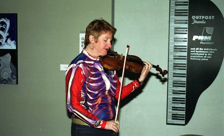 Mary Oliver -- March 17, 2003 ---- dig that crazy shirt -- photo by Mark Weber