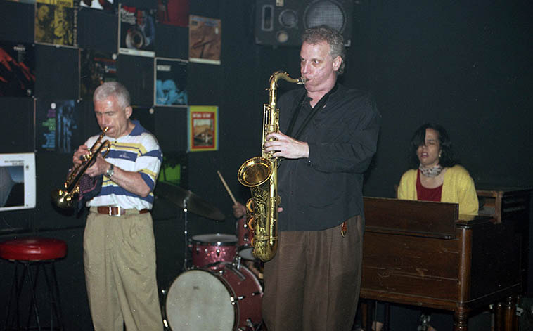 Doug Lawrence ran a jam session at this Hell's Kitchen spot in the 90s -- The Savoy Bar, 355 West 41st Street (at 9th Avenue) NYC -- Valerie Ponomarev, trumpet; Paul Wells, drums; Doug, tenor; Kathy Farmer, Hammond B3 -- June 28, 1997 -- photo by Mark Weber