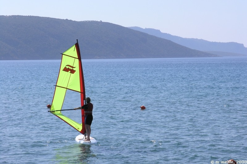 Maria surft, Camping Anemomilos, Messenien, Griechenland