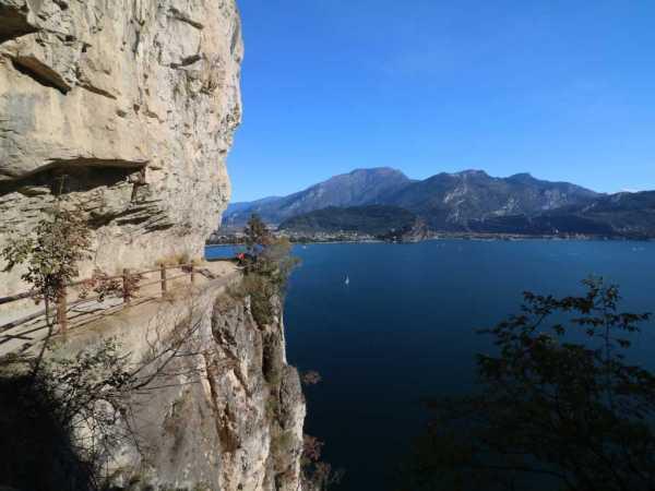 Blick von der alten Ponale auf den Gardasee