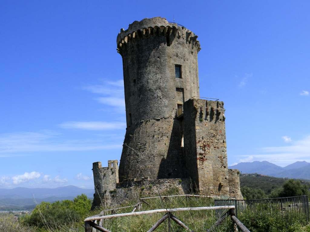 Turm bei der Ausgrabungsstätte Elea