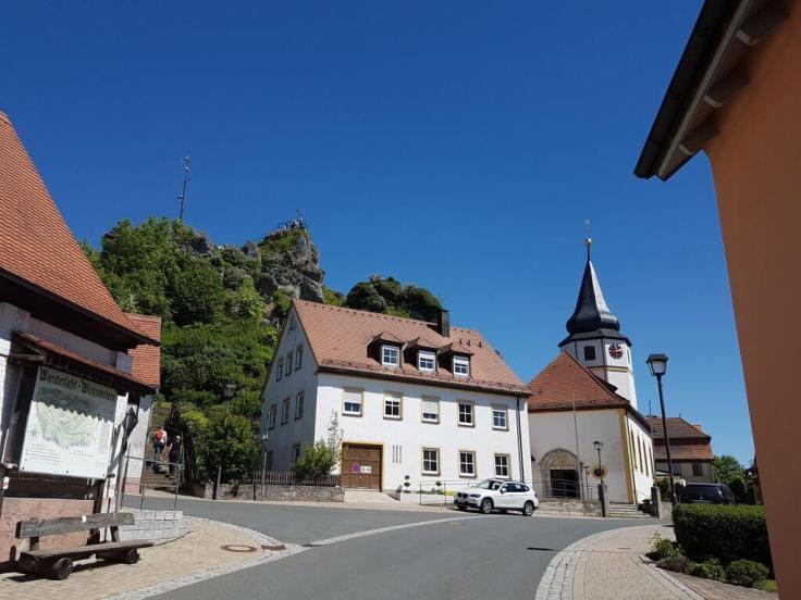 Das Bild zeigt die Ortsmitte von Wichsenstein