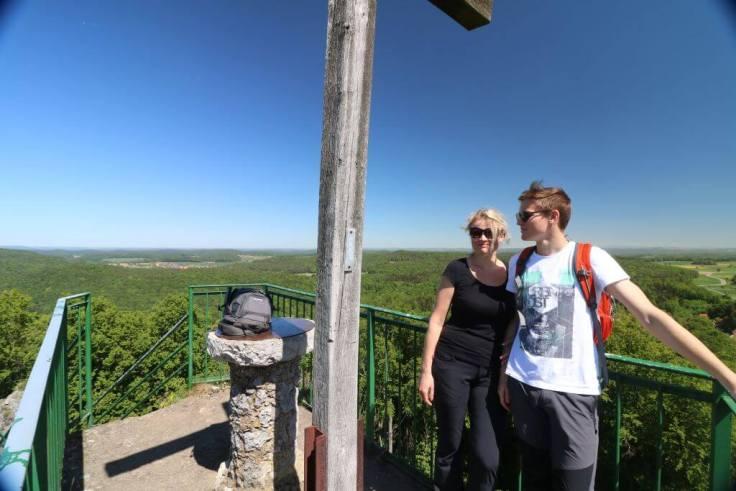 Bild zeigt den Blick vom Aussichtsfelsen in Wichsenstein