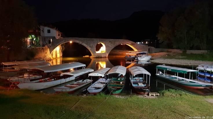 Blick auf die Stari Most, Rijeka Crnojevica, Montenegro