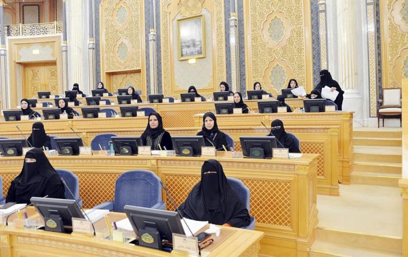 الشورى السعودي يطالب وزارة العدل بتخصيص وظائف نسائية الشرق الأوسط