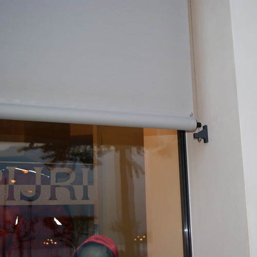 Come coprire finestre di grandi dimensioni o nascondere il rullo nel controsoffitto. Tende A Rullo Per Esterno Photo Gallery