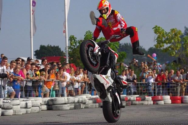stunt_riding.jpg