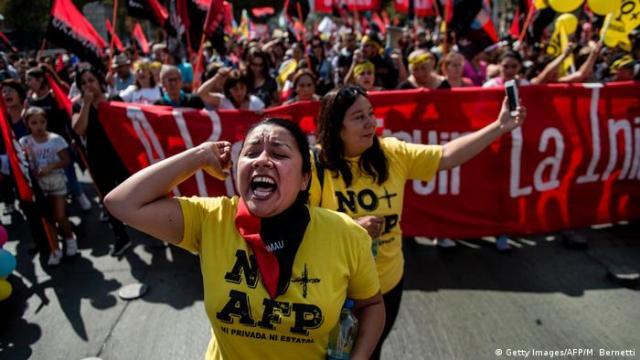 Chile Proteste für ein besseres Rentensystem (Getty Images/AFP/M. Bernetti)