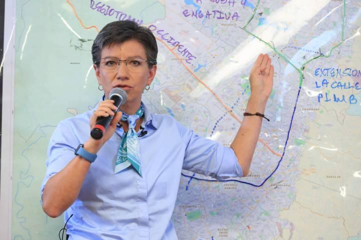 Claudia López y otros políticos que piden cancelar vuelos con ...