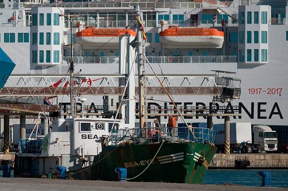 Migrants bloqués au large de Malte: Paris en accueillera 20 pour permettre un débarquement