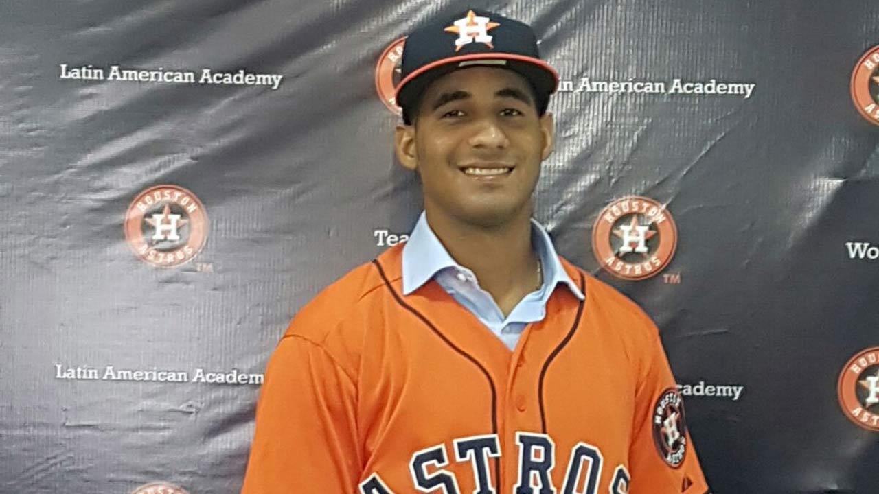 Cubano Aníbal Sierra recibirá US$1.5 millones al firmar con Astros