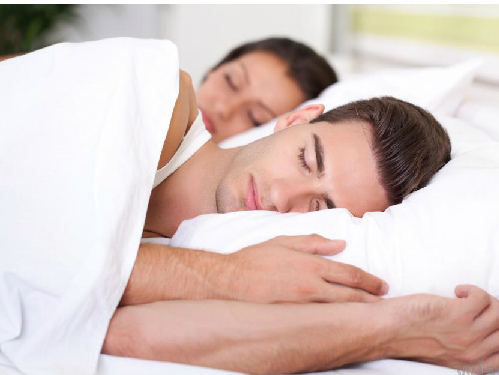 man-and-woman-sleeping-white-b-7459-8982