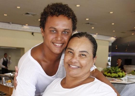 https://i1.wp.com/m.i.uol.com.br/celebridades/2011/03/24/solange-couto-e-jamerson-andrade-em-uma-churrascaria-na-zona-oeste-do-rio-1522011-1300989726047_560x400.jpg